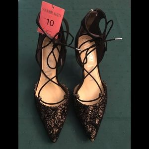 NWT 10M black lace faux suede 3.5' back zip shoes